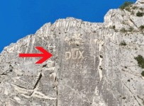 scritta fascista DUX Villa Santa Maria